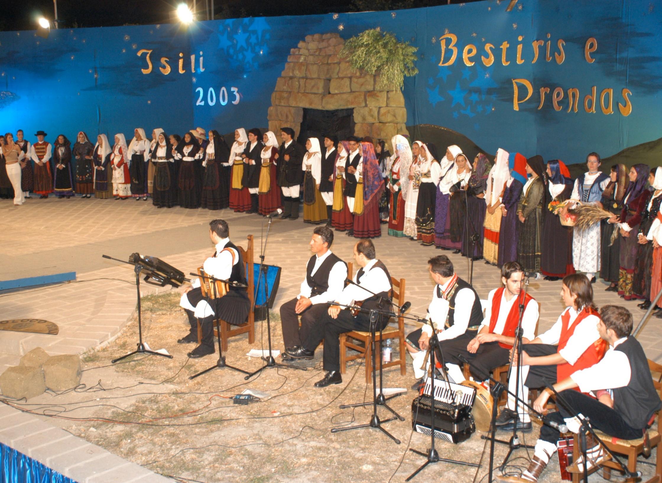 manifestazione Bestiris e Prendas (costumi e gioielli)